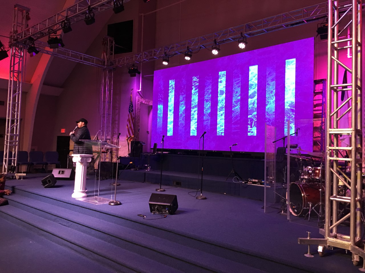 HOW-TO-CHOOSE-A-SUITABLE-LED-SCREEN-FOR-A-CHURCH
