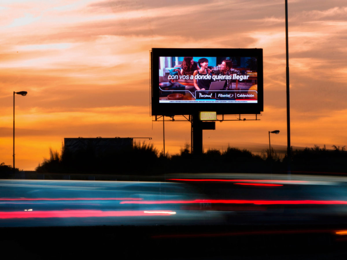 GIANT-LED-SCREENS-FOR-ADVERTISING-POSTERS-LED-WALLS