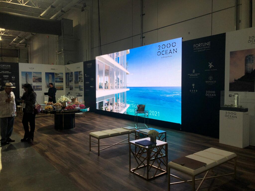 GIANT LED SCREENS FOR ADVERTISING POSTERS LED WALLS
